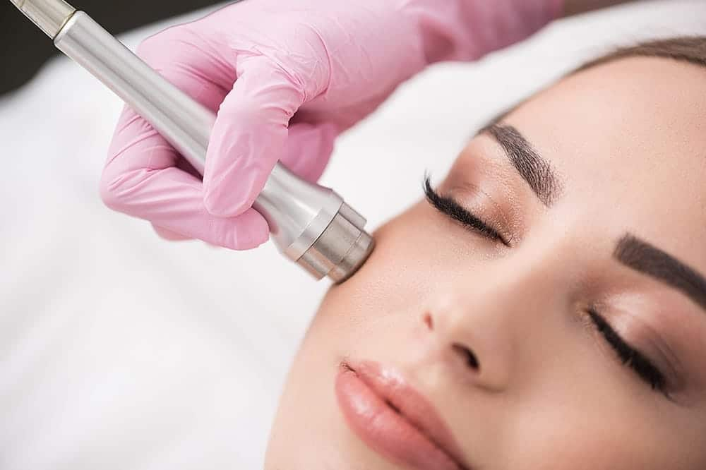 Differences between Microneedling & Microdermabrasion